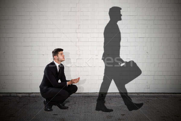 żebrak patrząc działalności cień spaceru teczki Zdjęcia stock © AndreyPopov