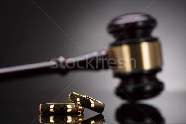 Dorado anillos de boda martillo gris familia ley Foto stock © AndreyPopov
