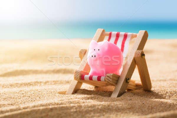 Różowy banku piggy pokład krzesło plaży Zdjęcia stock © AndreyPopov