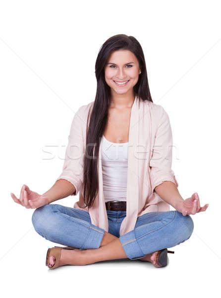 Derűs gyönyörű nő meditál trendi lezser modern Stock fotó © AndreyPopov