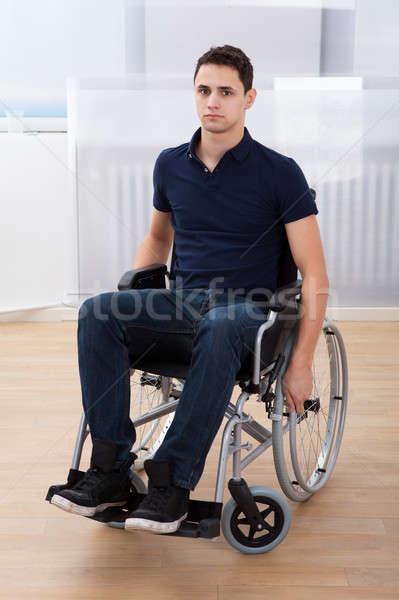 Zdjęcia stock: Upośledzony · człowiek · posiedzenia · wózek · domu