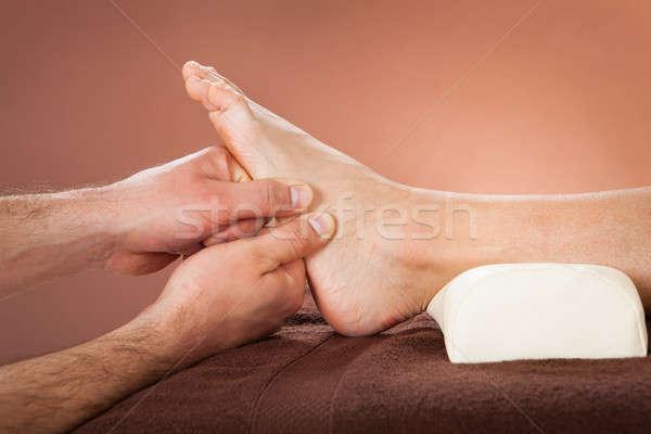 Terapeuta stóp masażu kobiet klienta spa Zdjęcia stock © AndreyPopov