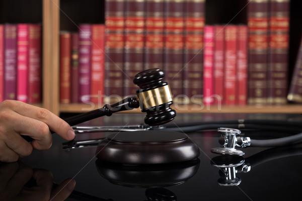 судья молоток таблице книжная полка изображение мужчины Сток-фото © AndreyPopov