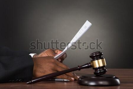 Richter halten Papier Schreibtisch Hammer Stock foto © AndreyPopov