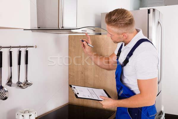 Giovani cucina filtrare maschio appunti Foto d'archivio © AndreyPopov