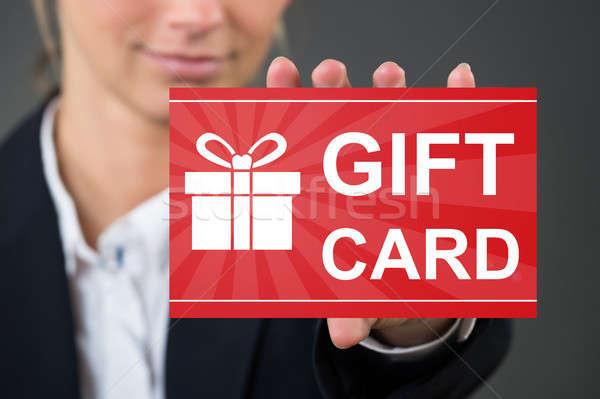 Mano tarjeta de regalo primer plano oficina compras Foto stock © AndreyPopov