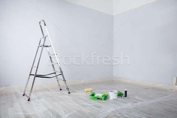 Malowany biały pokój drabiny malarstwo sprzęt Zdjęcia stock © AndreyPopov