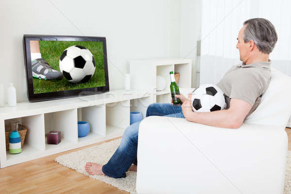 Homem maduro assistindo futebol televisão retrato mão Foto stock © AndreyPopov