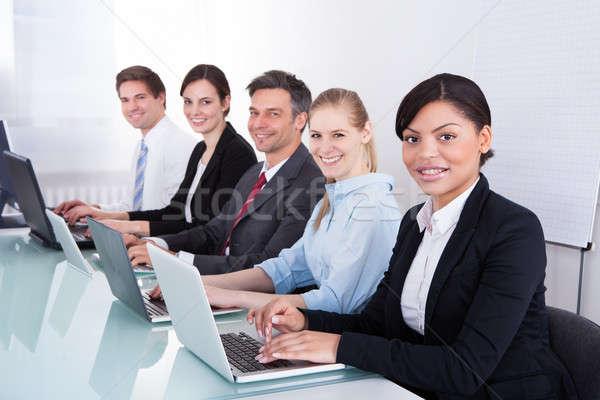 Dizüstü bilgisayar kullanıyorsanız mutlu ofis Stok fotoğraf © AndreyPopov