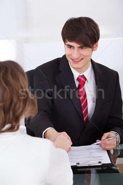 Zakenman vrouwelijke kandidaat jonge kantoor Stockfoto © AndreyPopov