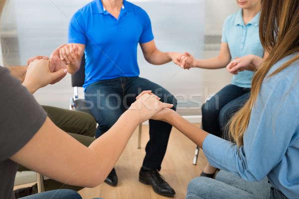 Emberek imádkozik együtt csoportkép játszik kéz a kézben Stock fotó © AndreyPopov