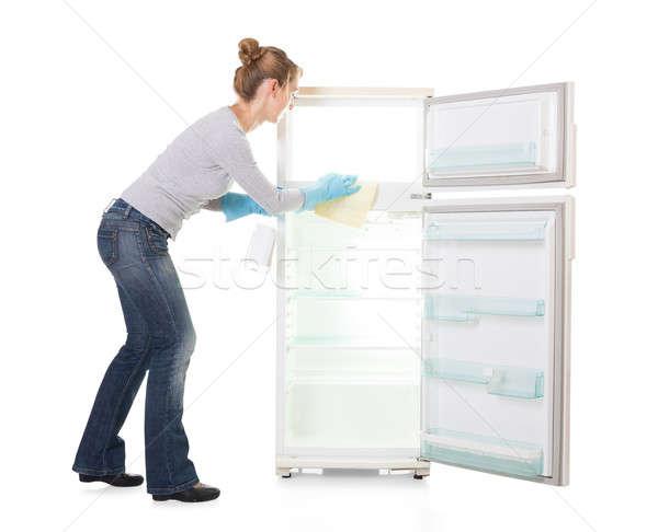 Stockfoto: Jonge · vrouw · schoonmaken · koelkast · witte · technologie