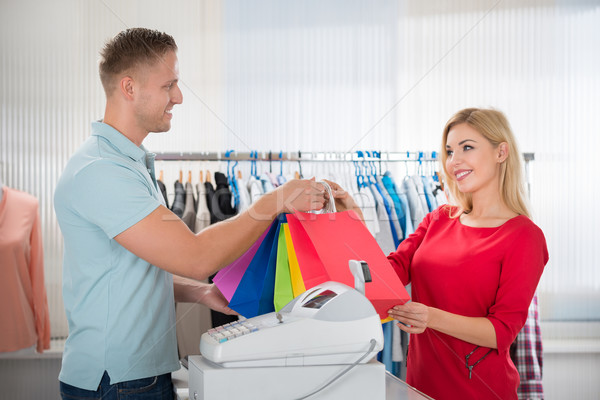 Mujer toma vendedor ropa tienda Foto stock © AndreyPopov