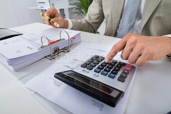 会計士 電卓 虫眼鏡 男性 ストックフォト © AndreyPopov