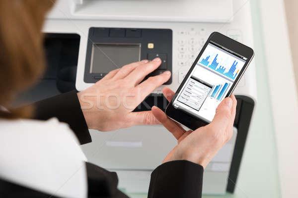Zakenvrouw print commando papier Stockfoto © AndreyPopov