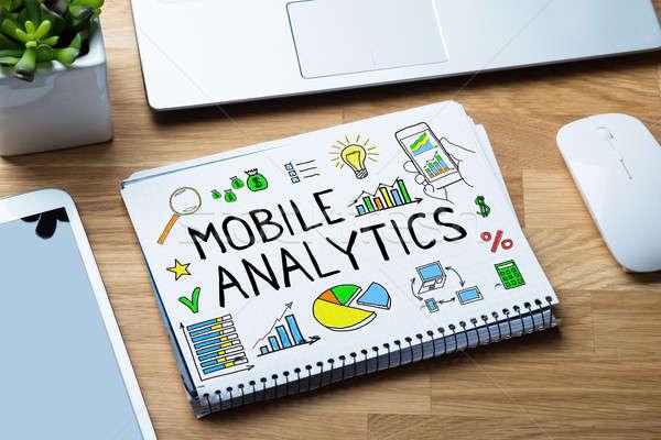 Mobiele analytisch houten bureau Stockfoto © AndreyPopov
