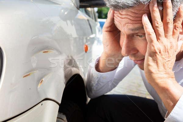 Homme regarder endommagé voiture homme mûr Photo stock © AndreyPopov