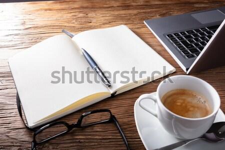 Abrir caderno café óculos secretária Foto stock © AndreyPopov