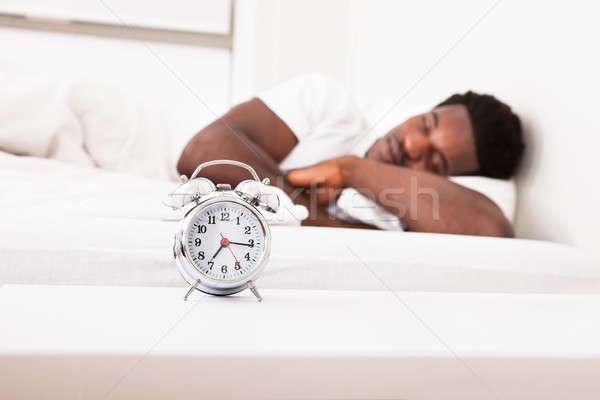 ストックフォト: 男 · 寝 · 目覚まし時計 · 小さな · アフリカ · 男性