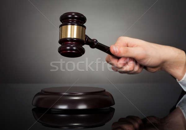 Masculina juez grava escritorio imagen negro Foto stock © AndreyPopov