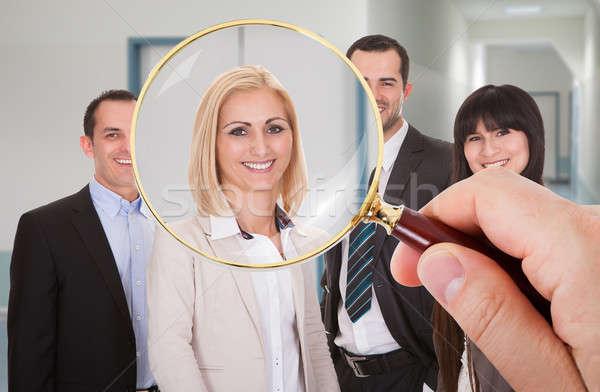 Persoon naar kandidaat hand vergrootglas vrouw Stockfoto © AndreyPopov