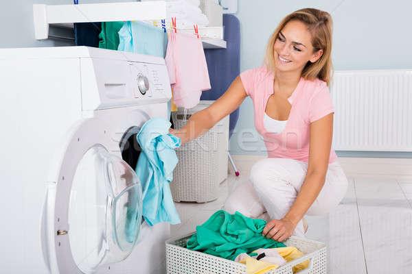Gülümseyen kadın elbise çamaşır makinesi genç kirli yarar Stok fotoğraf © AndreyPopov