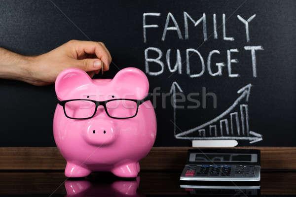 Família orçamento lousa pessoa mão Foto stock © AndreyPopov