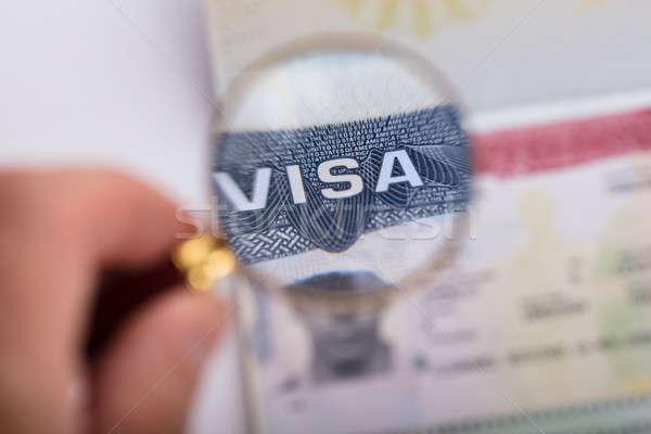 Menselijke hand visum tekst vergrootglas papier man Stockfoto © AndreyPopov