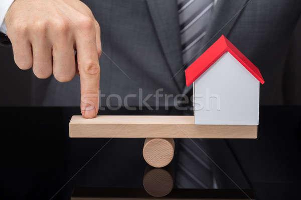 Személyek ujj egyensúlyoz ház modell hinta Stock fotó © AndreyPopov