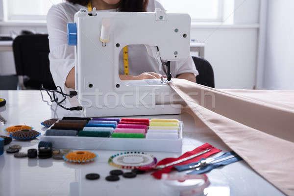 Moda projektant tkaniny maszyny do szycia pracy długo Zdjęcia stock © AndreyPopov