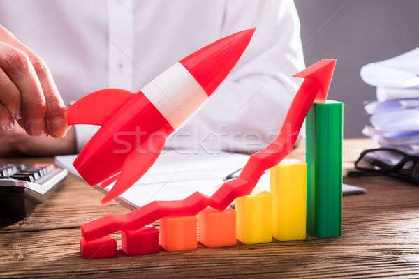 Kéz tart rakéta repülés üzleti grafikon nyíl Stock fotó © AndreyPopov