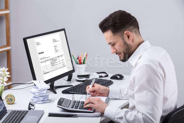 Imprenditore fattura giovani mutui desk computer Foto d'archivio © AndreyPopov