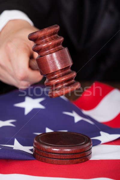 Masculina juez martillo primer plano mano Foto stock © AndreyPopov