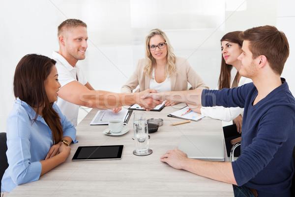 Foto stock: Empresarios · apretón · de · manos · reunión · negocios · mano