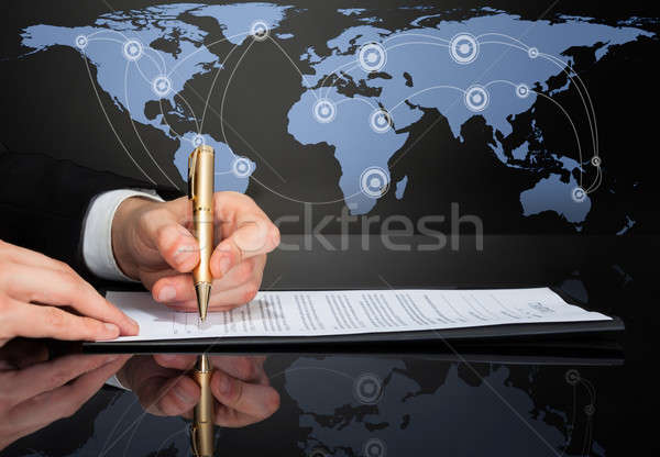 Image affaires signature contrat carte du monde source Photo stock © AndreyPopov