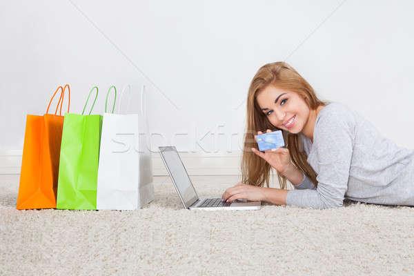 Сток-фото: женщину · торговых · онлайн · портрет · улыбаясь