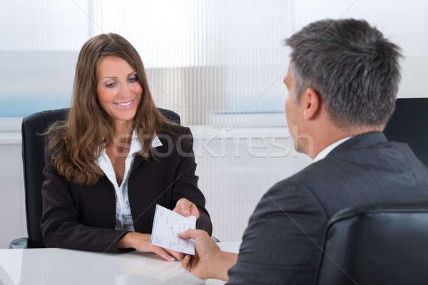 Femme d'affaires chèque affaires heureux bureau signe Photo stock © AndreyPopov