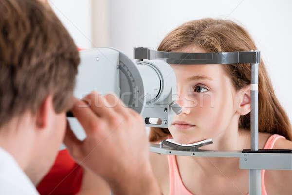 Optometrikus előrelátás tesztelés lány közelkép arc Stock fotó © AndreyPopov