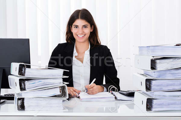 Imprenditrice lavoro business documento di successo ufficio Foto d'archivio © AndreyPopov