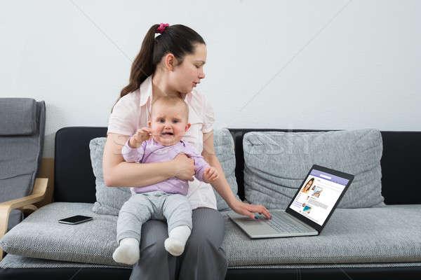 женщину социальной сетей используя ноутбук Сток-фото © AndreyPopov