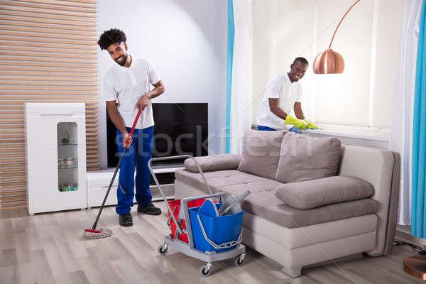 Glimlachend twee jonge mannelijke schoonmaken Stockfoto © AndreyPopov