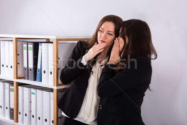 Femme d'affaires chuchotement collègues oreille jeunes Homme Photo stock © AndreyPopov