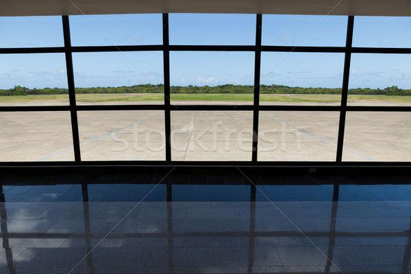 Landingsbaan venster foto moderne glas luchthaven Stockfoto © AndreyPopov