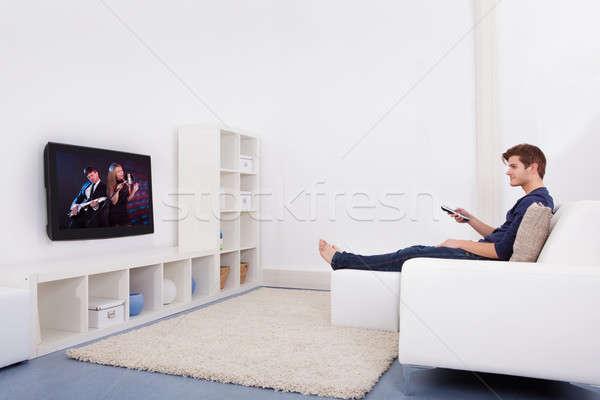 Férfi tv nézés fiatalember ül kanapé nő Stock fotó © AndreyPopov
