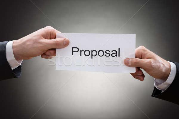Doua mână propunere hârtie Imagine de stoc © AndreyPopov
