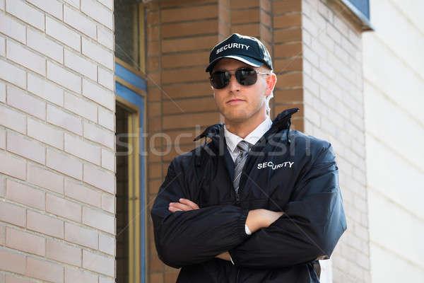Güvenlik görevlisi ayakta kol genç duvar güvenlik Stok fotoğraf © AndreyPopov