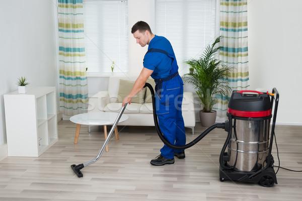 Сток-фото: работник · очистки · полу · пылесос · домой