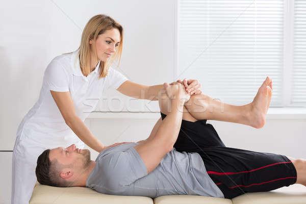 Rodilla ejercicio hombre femenino clínica salud Foto stock © AndreyPopov