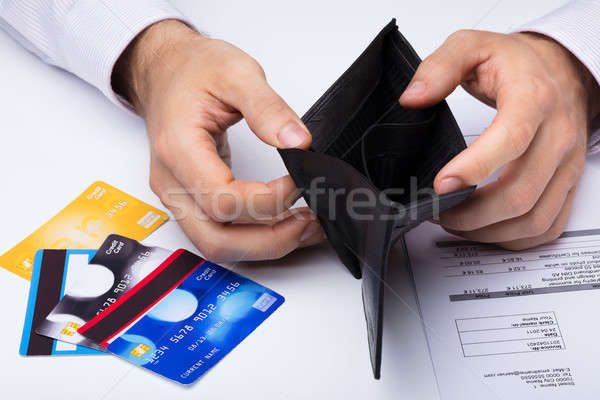 Személy mutat üres pénztárca hitelkártya közelkép Stock fotó © AndreyPopov