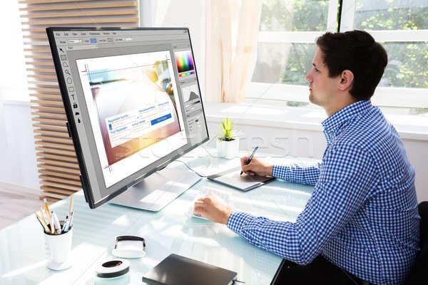 Editor grafische tablet werken computer jonge Stockfoto © AndreyPopov